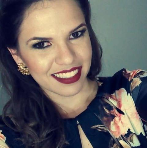 Andriele Veloso: Delineado gatinho nunca sai de moda