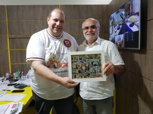 Diretor da Tigrão Tintas recebe lembrança de palestra das mãos do Diretor do site Cidade Portal