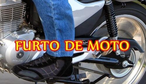 Ladrões invadem residência e furtam uma motocicleta no Jardim Curitiba