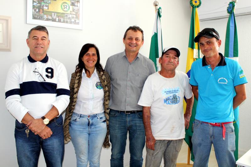 Prefeito recebe servidores do Cemitério Municipal e destaca trabalho desenvolvido