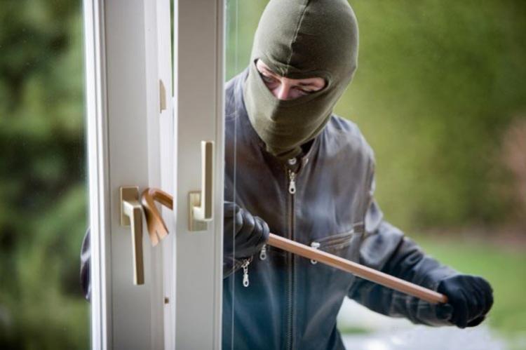 Uma residência foi alvo de arrombamento e furto na noite deste sábado, 08 em Goioerê