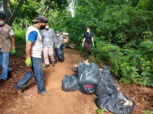 Moradores do J. Galiléia e Prefeitura realizaram mutirão de limpeza na mata do cemitério