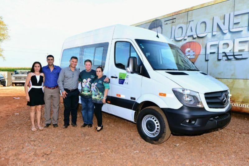 Deputado Adelino Ribeiro fez a entrega de Van para Quarto Centenário