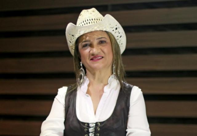 Cantora goioerense Cléo Barbosa está com novo projeto musical