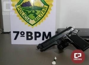 Uma pessoa foi presa por porte ilegal de arma de fogo e posse de drogas para consumo pessoal