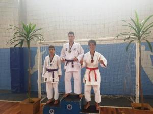 Atletas do Karate Águas Claras conquistam 33 medalhas no Paranaense em Apucarana