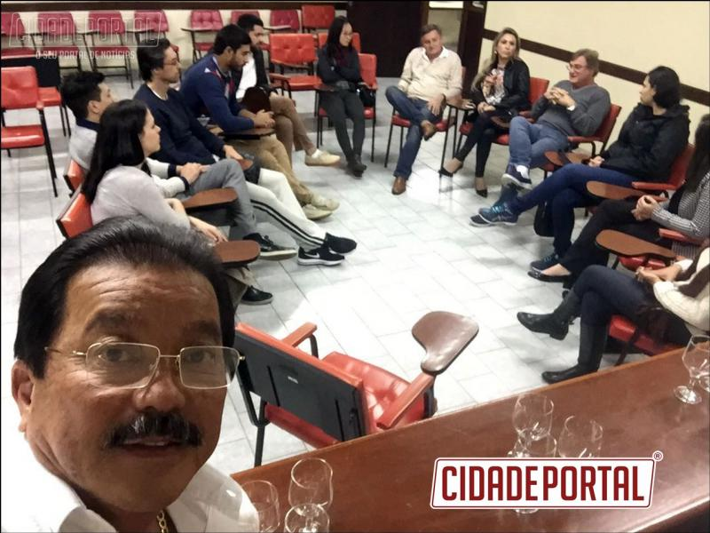 Presidente da Associação Médica goioerense, Dr. Eduardo M. Otani organiza jantar com os colegas da Expedição Cirúrgica da USP