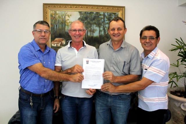 Mitra Diocesana faz doação de terrenos localizados no bairro Colina Verde à prefeitura de Goioerê