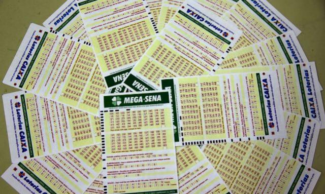 Mega-Sena pode pagar R$ 32 milhões neste sábado, 13