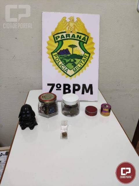 Polícia Militar encaminha jovens à delegacia, após encontrar drogas em seus pertences