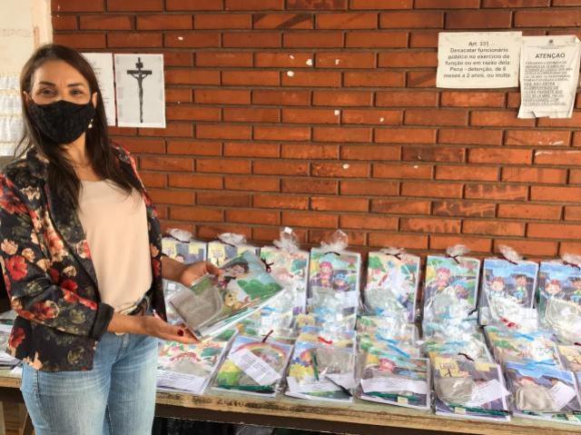 Vereadora Luci Alvino realiza entrega dos Kits do Programa Remição pela Leitura na Cadeia de Goioerê