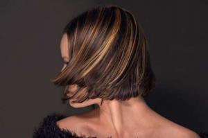 Luzes em cabelos pretos: qual tonalidade escolher para as mechas