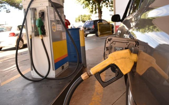 Petrobras anuncia redução de 1,59% no preço da gasolina nas refinarias