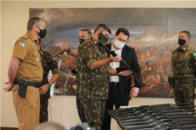Estado recebe 100 fuzis do Exército para reforçar segurança pública