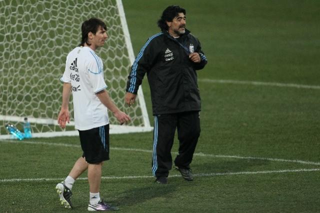 Diego Maradona volta a fazer duras críticas a Lionel Messi