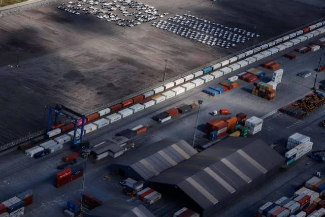 Volume de carga movimentada por ferrovia aumentou 25% nos portos do Paraná