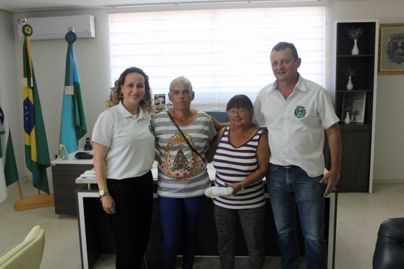 Prefeito Pedro Coelho recebe moradoras do Jardim Universitário que irão realizar cirurgias aguardadas