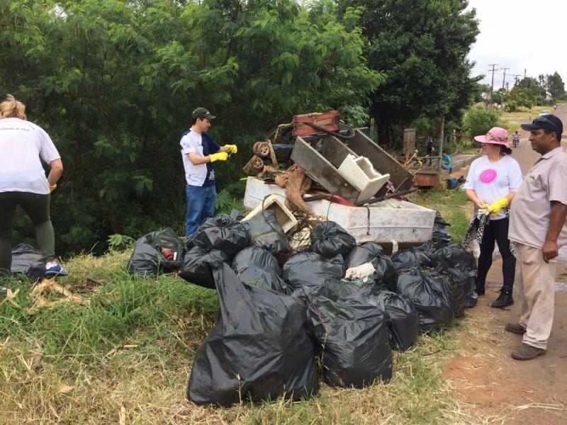 Mutirão de limpeza no Arroio Schimidt recolhe mais de 10 toneladas de lixo