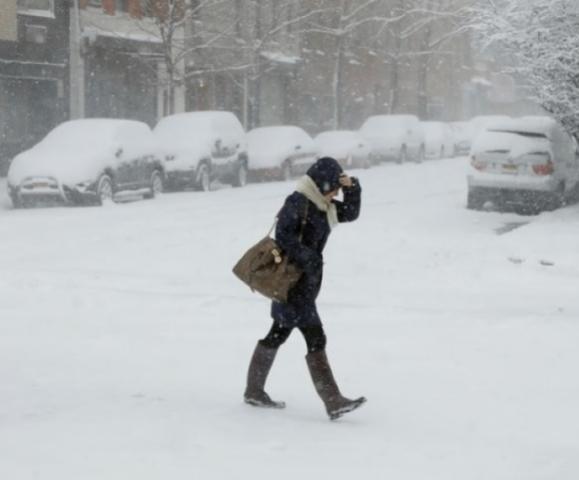Estados Unidos têm escolas fechadas e voos cancelados por tempestade de neve