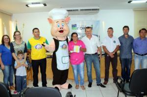 Prefeito Pedro Coelho divulga programação do Leitão Maturado - Manutti será a atração