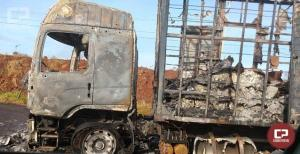Caminhão Baú pega fogo na PR-323 em Cruzeiro do Oeste