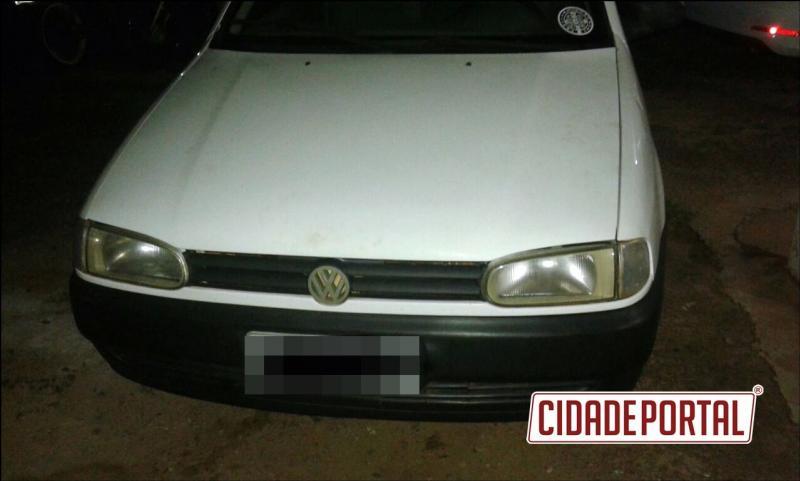 Polícia Militar de Goioerê recupera veículo roubado na noite de quinta-feira, 13, abandonado na rodovia 272
