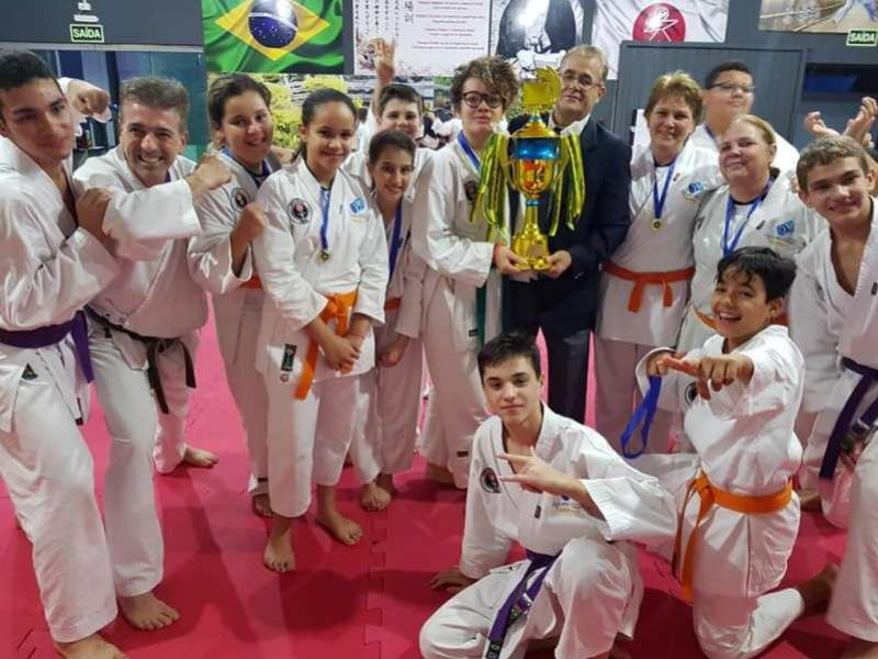 Karate em festa com troca de Faixa e Copa Yobukan Águas Claras e Trpféu Sensei Alvaro Martins