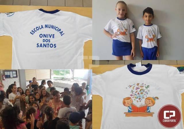 Uniforme da Escola Onive dos Santos foi apresentado durante uma palestra sobre o sentido do Natal