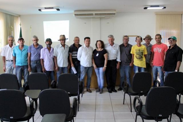 Secretaria de Agricultura e EMATER se reúnem com produtores de hortaliças