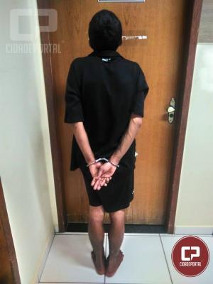 Homem quebra porta de agência bancária e é detido pela polícia em Cruzeiro do Oeste