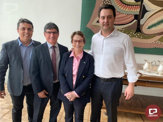Goioerenses participam da assinatura de suspensão de vacinação contra febre aftosa no Paraná