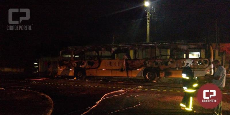 Ônibus é incendiado na Zona Oeste de Londrina