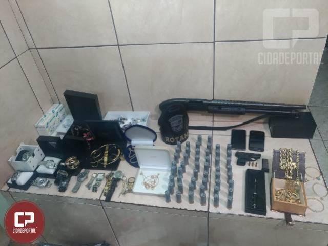 Duas pessoas foram presas, armas e munições e veículo clonado foram apreendidos durante Operação em Maringá