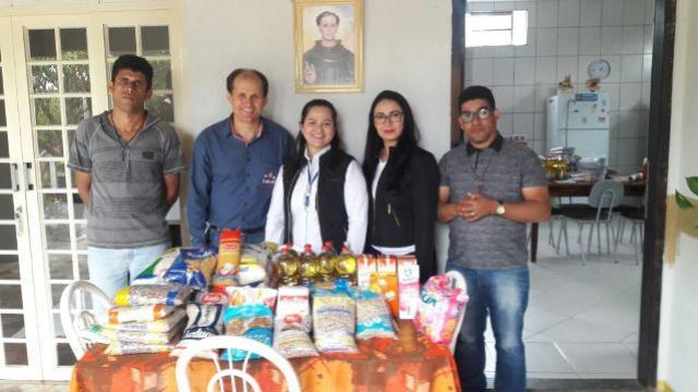INCOTUR realiza doação de alimentos arrecadados por alunos do curso Bom Negócio Paraná