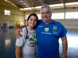Pai e filho atuam pela mesma equipe no Paranaense de Handebol Infantil