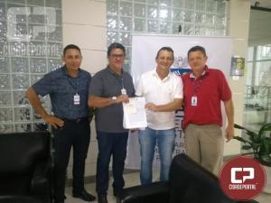 Governo Estadual sede dois veículos para a ATA de Goioerê