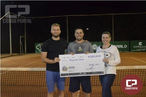 Grande Decisão do campeonato de tênis no clube de Campo em Goioerê