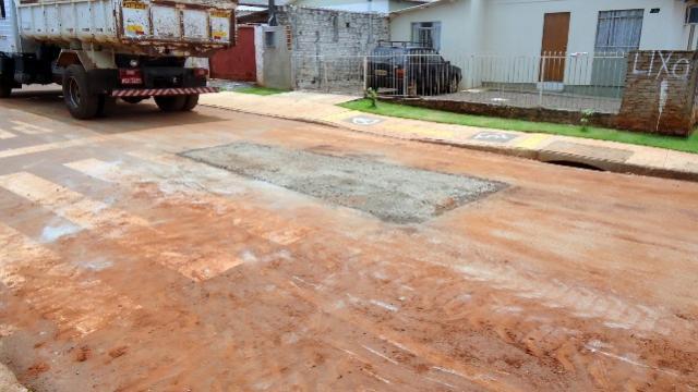 Acompanhamento de manutenção em asfalto no Jardim Universitário