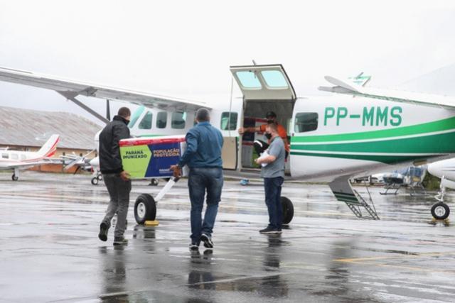 Governo começa a distribuir vacinas no Interior do Paraná
