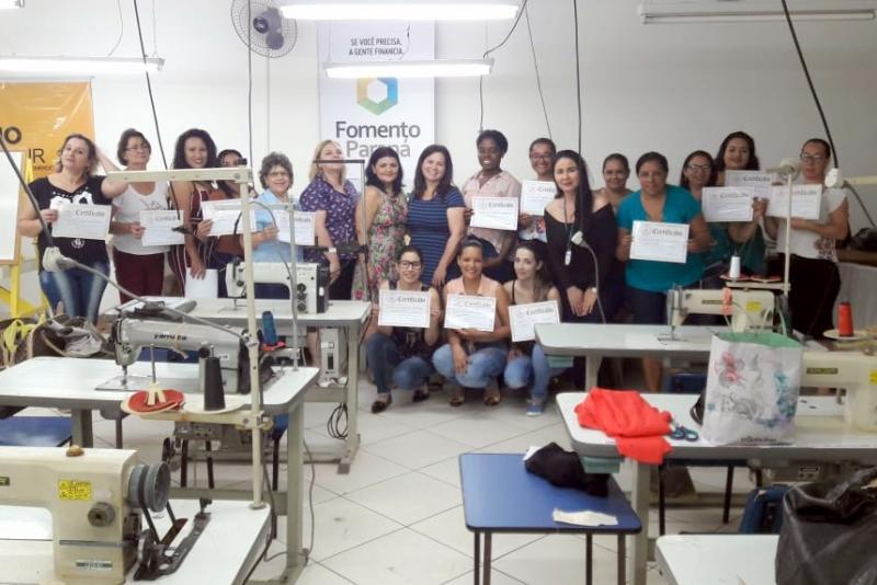 23 Alunos do Curso de Corte e Costura em Modelagem Plana recebem certificados
