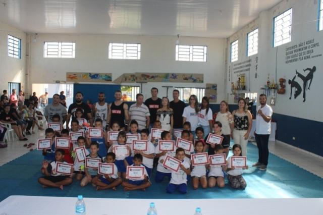 Alunos do projeto Cidadãos do Futuro realizam exame de Graduação