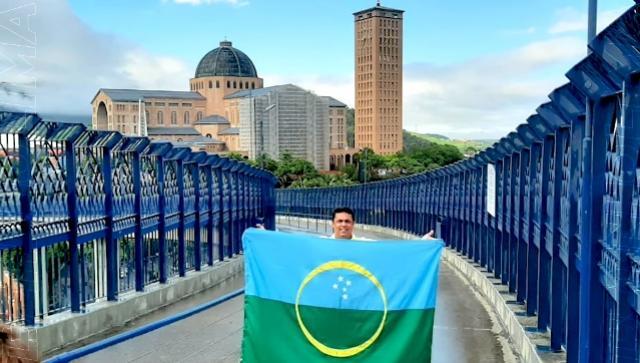 Demonstrando gratidão, fé e humildade Betinho Lima cumpre promessa em Aparecida do Norte