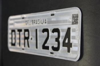 Placas de identificação de veículos terão QR Code