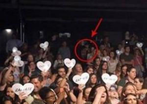 Foto revela assassino de participante do The Voice assistindo ao show da cantora Christina Grimmie
