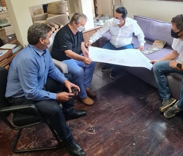 Betinho Lima discutiu construção de casas com Namir Piacentini