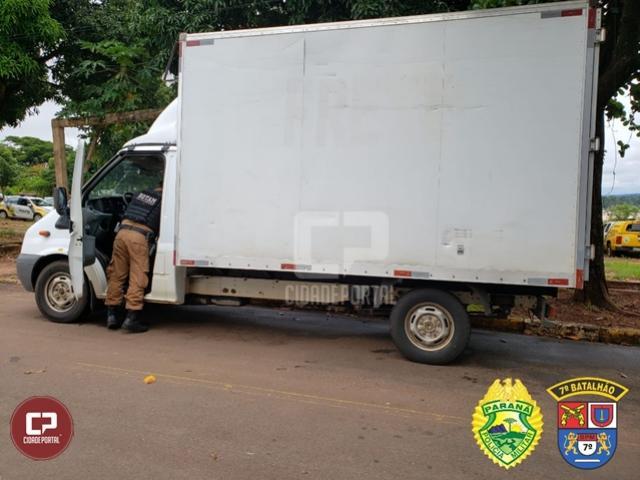 PM apreende veículo carregado com cigarros contrabandeados em Cruzeiro do Oeste