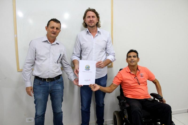 Pedro Coelho e Zeca Dirceu anunciam emenda para pavimentação asfáltica no Jardim América