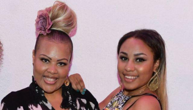 Modo como filha de cantora do, Fat Family dá força à mãe é lindo, até raspou cabelo