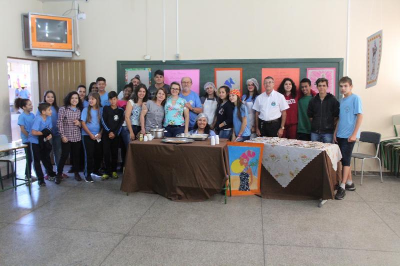 Colégio Ribeiro de Campos celebrou o dia da Consciência Negra em amostra cultural