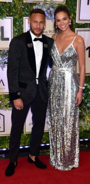 Há razão para look marcante de Marquezine lembrar um vestido de Beyoncé em 2005